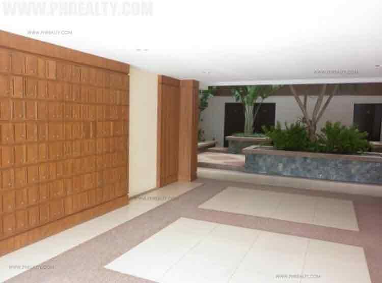Pinecrest Houses Apartments
